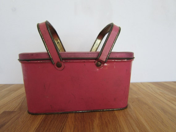 VIntage metal lunchbox: pink and gold