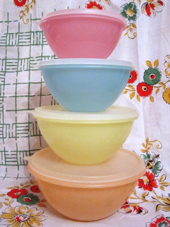 4 Large Nesting Tupperware Wonderlier Bowls