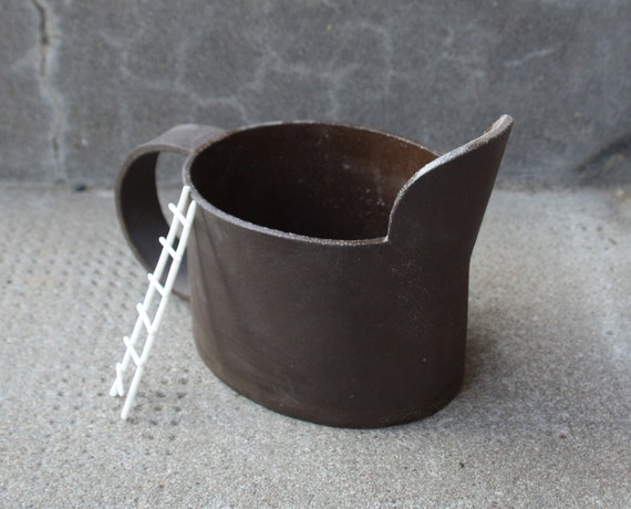 Can-shaped ceramic flower pot
