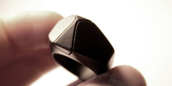Ring, black and beautiful - individually crafted and designed.