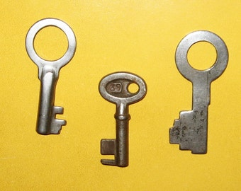 Vintage keys, set of 3 Old Keys for Jewelry Making, Altered Art, Collage from USSR