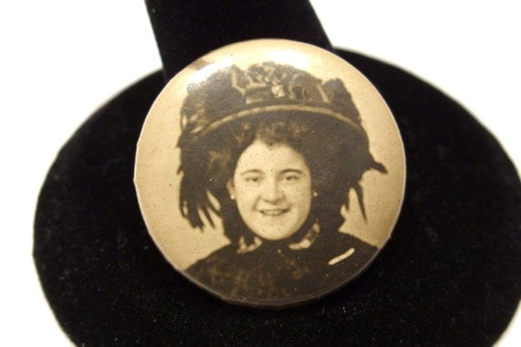 Mourning Photo Pin of a Smiling Woman in a Great Hat