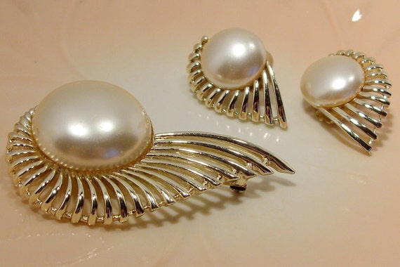 Sarah Coventry Pearl and Swirl Brooch and Clip Earrings