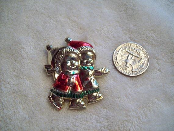 Vtg Christmas Pin-Plastic Children-X225-Only 2 Dollars-WOW