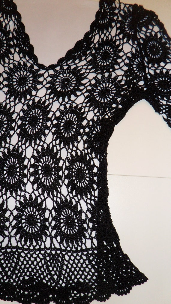"""Vintage black crocheted scoop necked top with  3/4 bell sleeves and """"daisy"""" design: size US 8-10"""