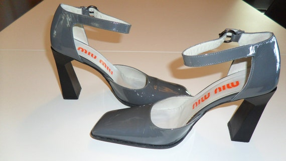 Save 20% now-MIU MIU (Italy) 90's vintage grey patent leather architectural Mary Jane high heel pumps: size Italy 37.5 /US 7