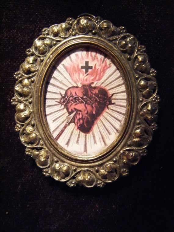 Sacred heart pendant for your jewelry making projects Italy framed glass pendant