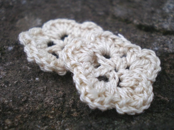 Crème crocheted flowers set of 2 for any creative adventure