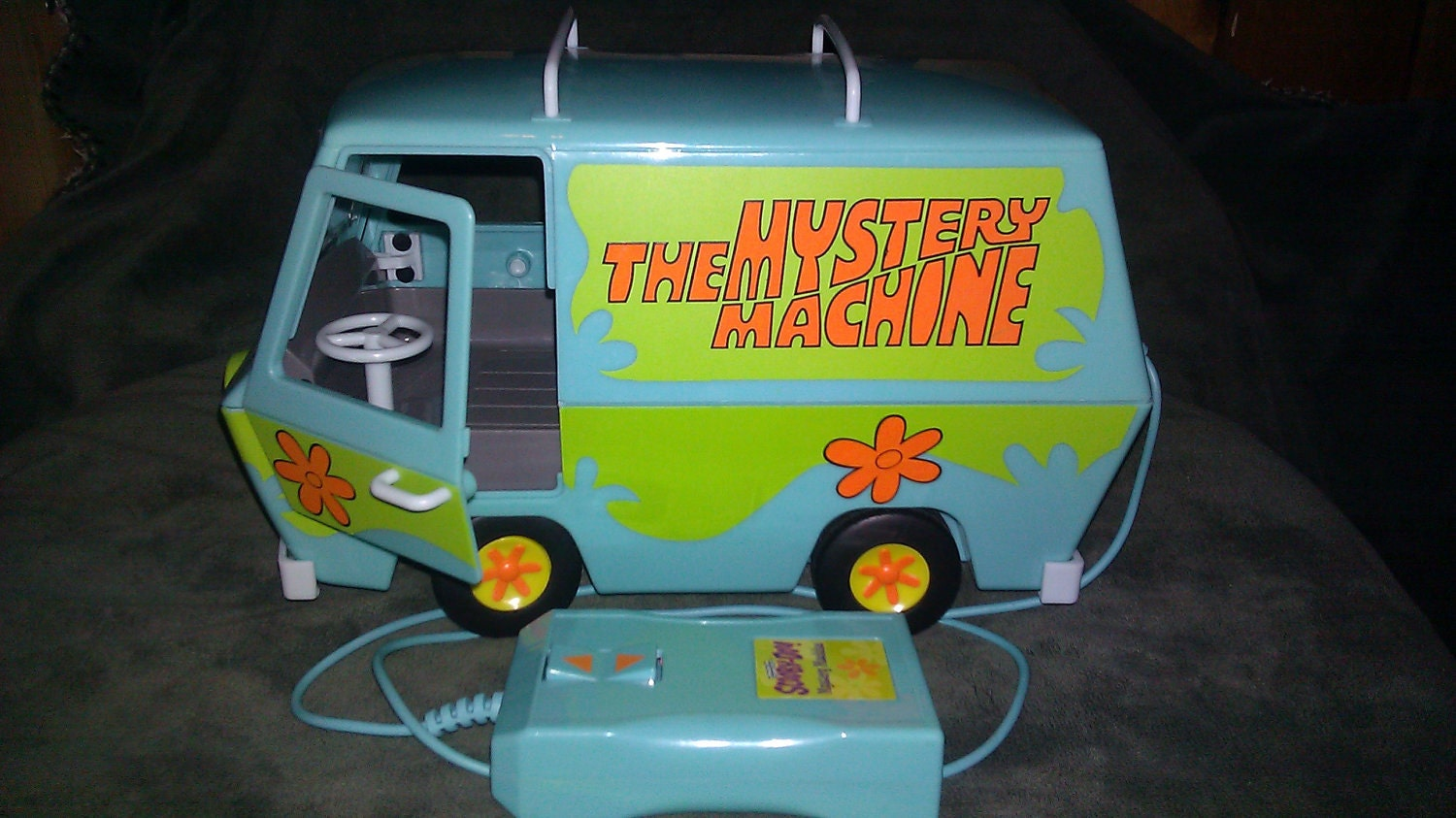 Scooby Doo Remote Control Mystery Machine Van Collectible