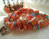"Handmade shell chips Bohemian braclet -""Hand in hand""-red major,1.75 INCHES memory wire,T-B-006"