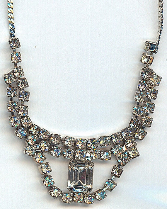 Vintage Rhinestone Necklace in Silver Tone with Multiple Rhinestones Surrounding a Single Large Stone