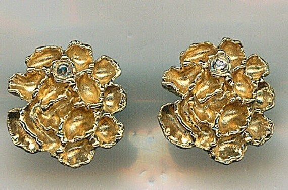 Vintage Flower Earrings.  Small Post Style Gold Tone with a Single Rhinestone