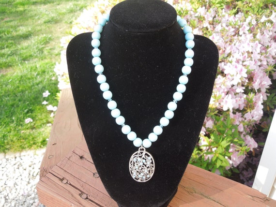 Vintage Pearl Necklace.  Blue Faux Pearls Necklace (16 inches, 39 cms) with a 2 inch extender.