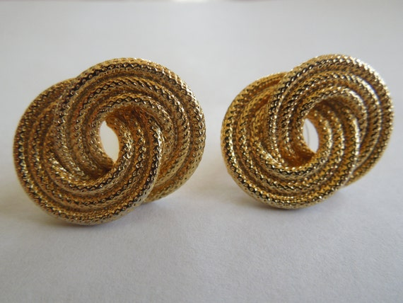 Vintage Post Earrings.  Gold Tone Rope Design, Excellent Condition.