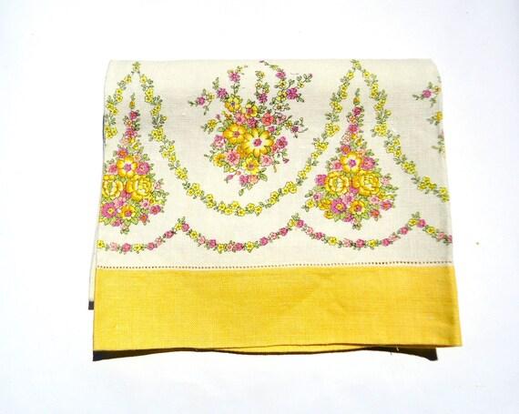 Vintage Linen Bath Towel 60s Light Yellow Green Flowers Linen Bath Towel