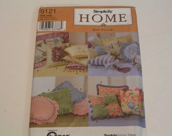 Simplicity Pattern Home 9121 Mini Pillows