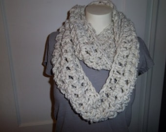 Chunky Scarf - Infinity Cowl - Wheat Heather - Ivory - Off-White - Cream - Crochet - Loop