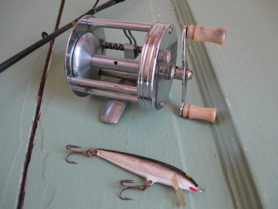 Vintage Fishing Reel- Pflueger Trump 1943