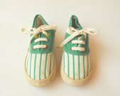 Children tennis shoes  - - with striped pattern