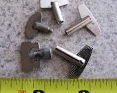 Steampunk Supplies No. CPK4 Lot of 5 Vintage Clock Keys Silver Tone