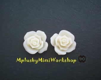 Flatback White Flowers Cabochon 2pc