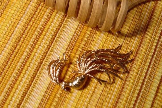 Avon bird of paradise pin brooch vintage bird gold tone