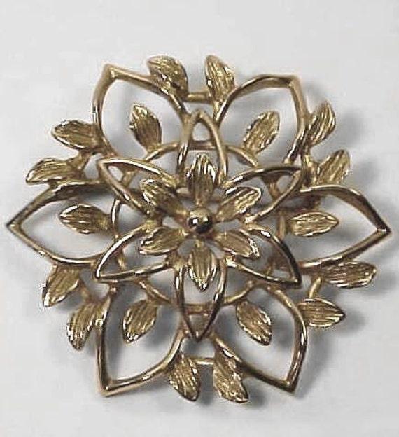 SALE - 1962  Sarah Coventry Peta-Lure gold tone flower brooch pin