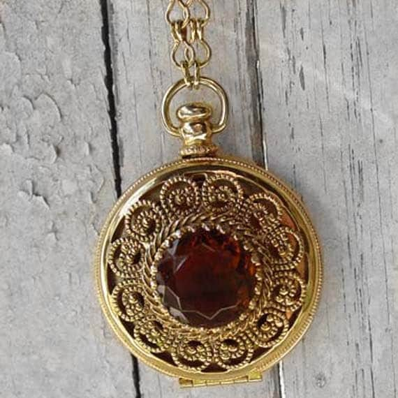 Avon 1978 Victorian Locket