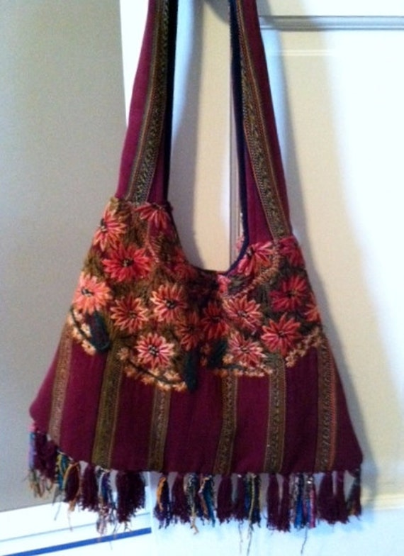 HALF PRICE Sale Now 19 Think Fall Vintage Ethnic Bohemian Boho Embroidered Hippie Daisy Bag/Purse
