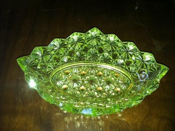 Vintage vaseline glass depression glass daisy pattern candy for Most valuable depression glass patterns