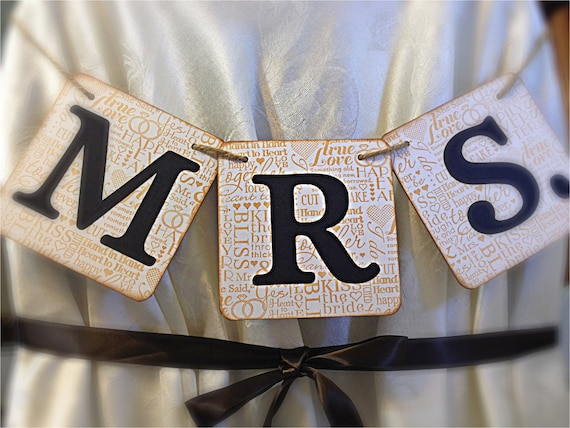 """MR. """" MRS.""""  Sign 5"""" x 5"""" inches - Shabby chic wedding banner - Rustic garland - White and black"""