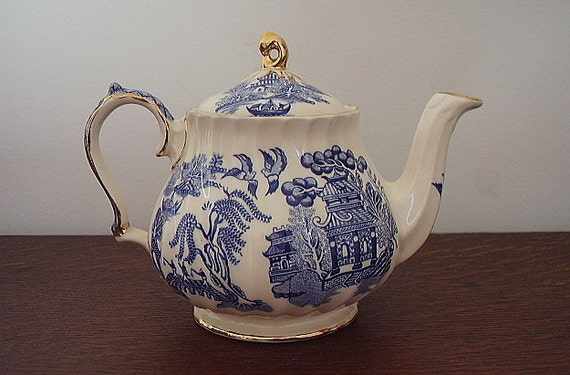 English Sadler Blue Willow Porcelain Ribbed Teapot With Gold