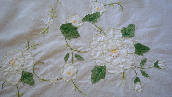 Vintage 60 inch round white rose applique crosstitch linen tablecloth