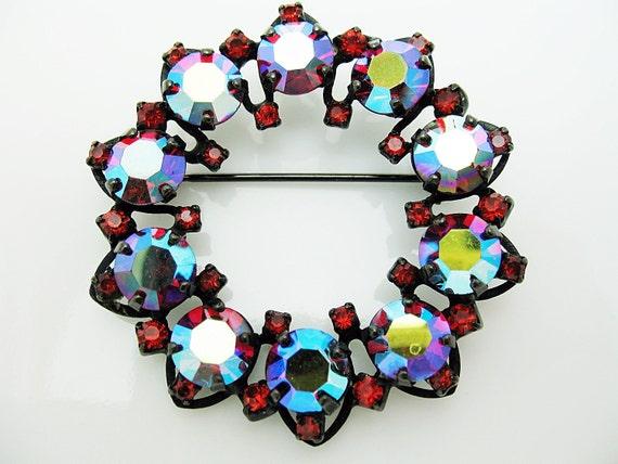 Warner Signed Circle Brooch Pin Red Aurora Borealis Japanned metal Gorgeous