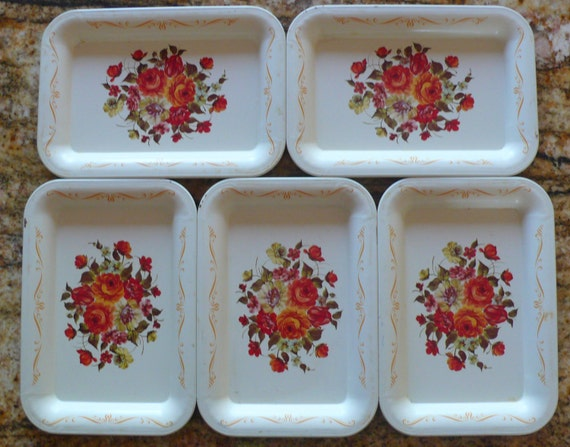 Vintage small Tin Trays Pin trays Toleware Tip Trays Lithograph Floral pattern with Roses ivory 5 Pieces