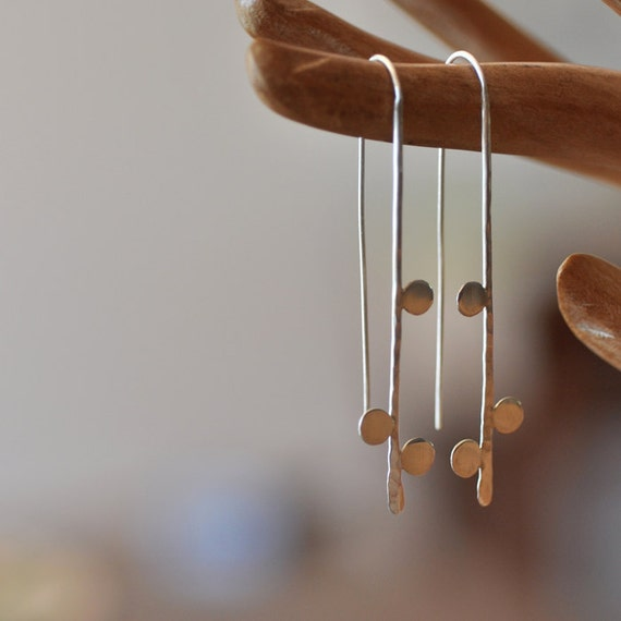 Thread earring with dots. Recycled sterling silver