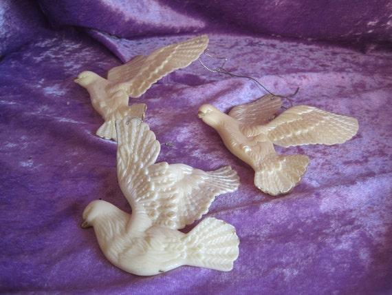 Set of 3 Plastic Cream and Gold Dove Ornaments