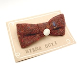 Christmas in July brooch - wool rusty fabric bow brooch with mother of pearl button