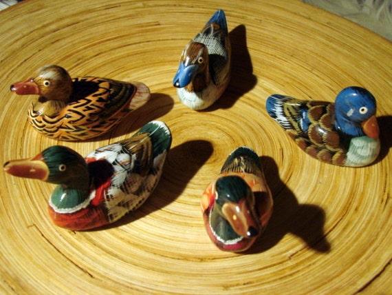 Vintage Folk Art Set of 5 Painted Ducks