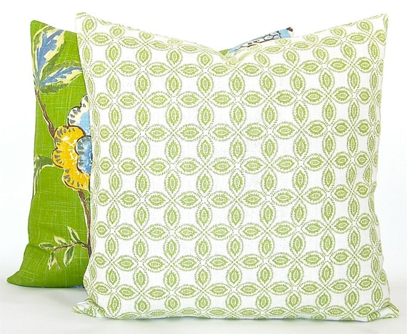"""Contemporary Annie Selke """"Tala"""" Decorator Pillow Cover - Citrus Green and White - To cover 20"""" x 20"""" Pillow Form"""