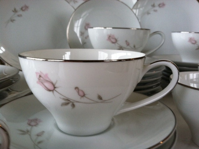 39 Piece Noritake China Pasadena Pattern 6311 Perfect For A
