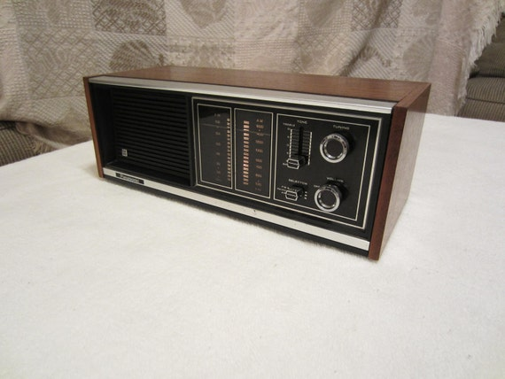 vintage panasonic am fm table radio model by sarasotavintageworld. Black Bedroom Furniture Sets. Home Design Ideas