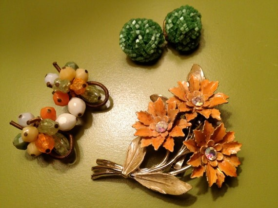 VINTAGE 1950s Earrings and Brooch TRIO - Costume JEWELRY