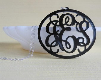 Oval vine monogram acrylic necklace