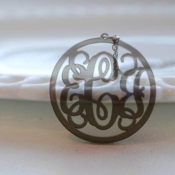 Vine circle acrylic necklace