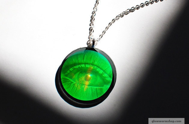 vtg 90 s holographic eye necklace green eyeball by