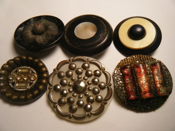 6 very large vintage buttons