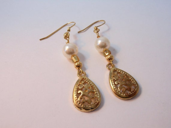 SALE-Faux Pearl and Cutwork Drop Earring