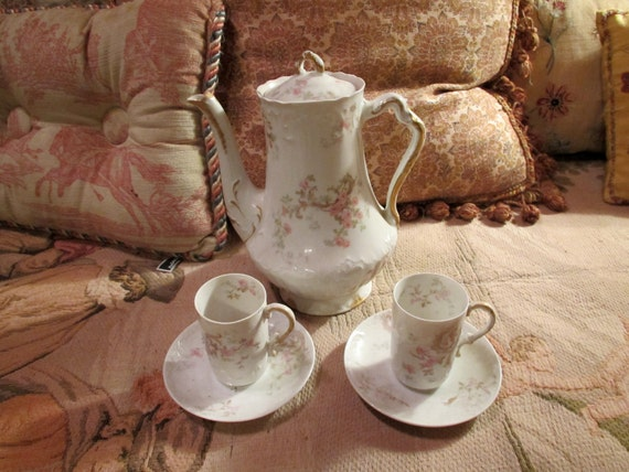 Theodore Haviland France Limoges Chocolate Pot with 2 matching cups perfect condition.