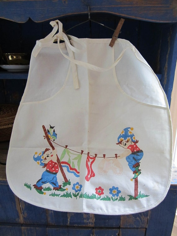 Vintage Cotton Clothes Pin Holder Apron Cute Elves Hanging Clothes on the Line 1940's 1950's